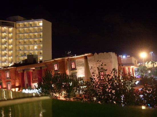 Apartamentos Inn: night view