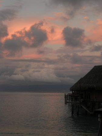 Sofitel Moorea Ia Ora Beach Resort: Tramonto dal resort
