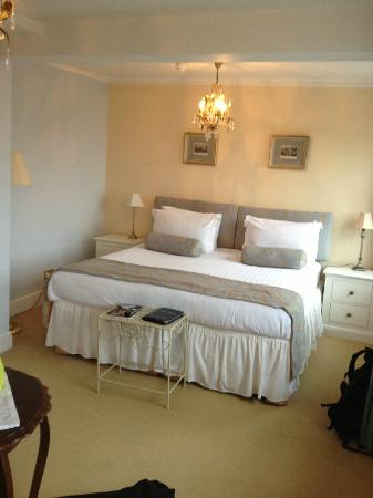 Pier View Self Catering Luxury Apartments : Princess Caroline room