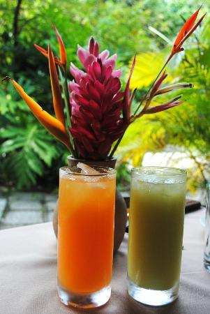 Fond Doux Plantation & Resort: Fresh cherry & apple juices at breakfast