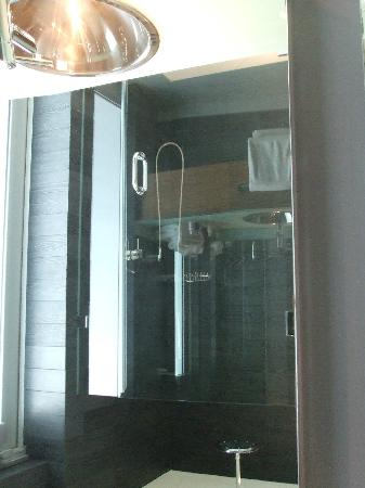 Sense Beach House: Shower
