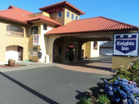 Knights Inn Newport : Front of motel
