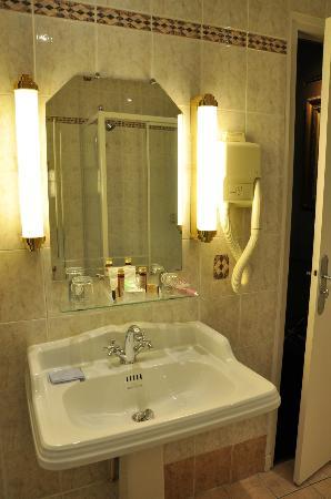 Hotel Saint-Jacques: Bathroom