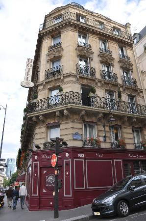 Hotel Saint-Jacques: From across the street