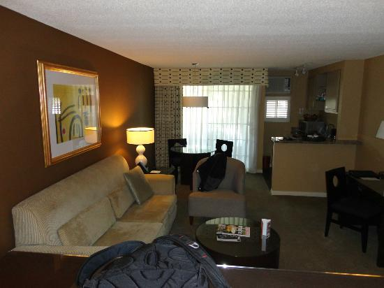 Le Montrose Suite Hotel: sala de estar com cozinha