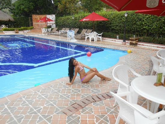 Zona de la piscina picture of hosteria tonusco campestre for Modelos de piscinas campestres