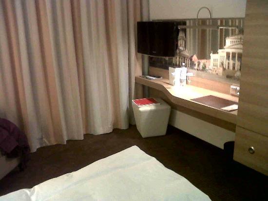 H4 Hotel Berlin Alexanderplatz: Zimmer