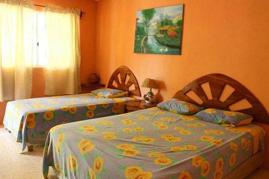 Hotel Cafe Del Sol: Una habitacion doble o triple con a/c