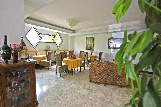 Hotel Clinton : SALA COLAZIONE