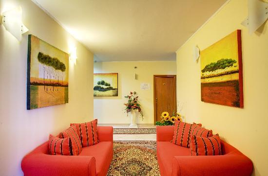 Hotel Lo Scacciapensieri: Common Area