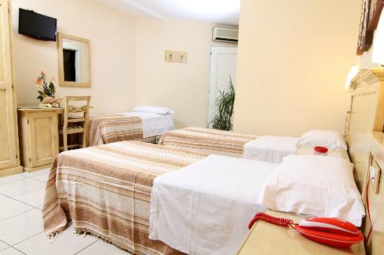 Hotel Clinton: CAMERA TRIPLA CON BALCONE