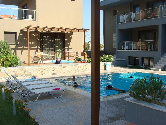 Mary's Residence Suites: pool