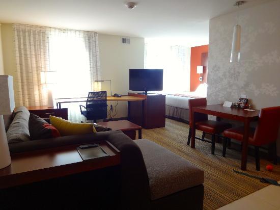 Residence Inn Coralville : desk area