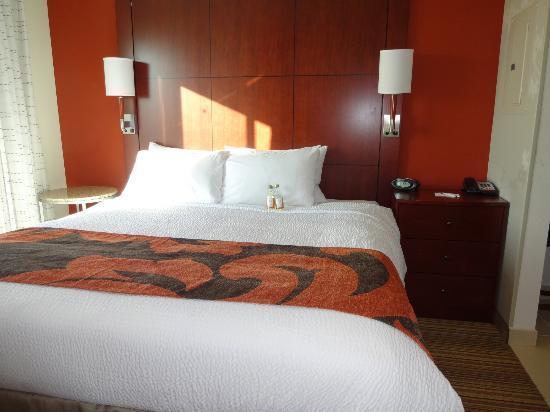 Residence Inn Coralville : Bedroom area