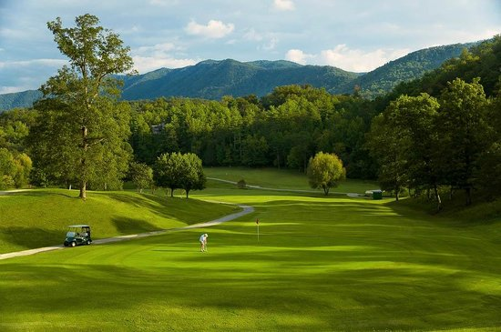 Laurel Valley Golf Course : Number 18 Fairway