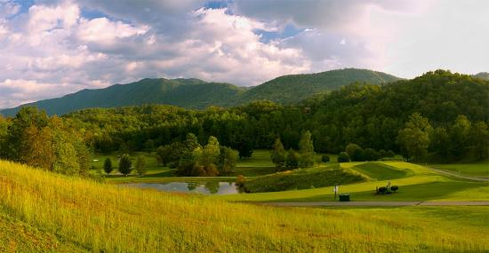 Laurel Valley Golf Course : Mountain Views from Clubhouse