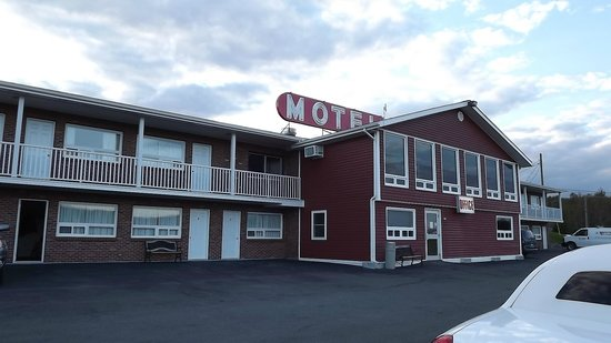 Perth-Andover Motor Inn: outside of Perth andover Motor in showing lower and upper floors