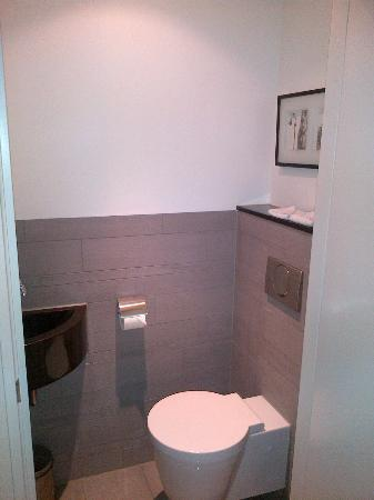 Htel Serviced Apartments Amsterdam: Extra Toilet