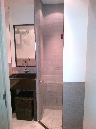 Htel Serviced Apartments Amsterdam: Bathroom