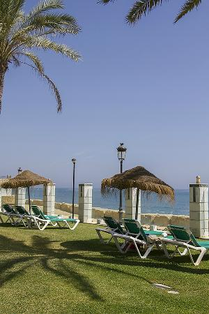Coral Beach Aparthotel: Garden and view