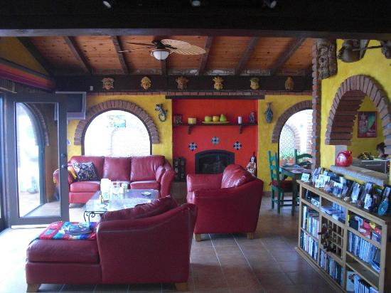 Casa Farolito Bed & Breakfast: Dining room living area