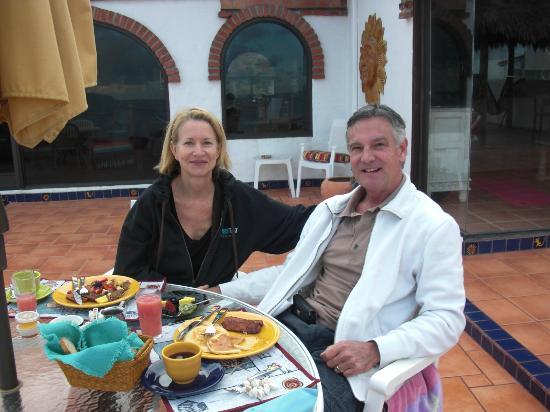 Casa Farolito Bed & Breakfast: After Dental surgery, still smiling