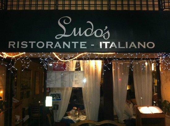 Ludo's Italian Restaurant : The front door!!!!!!