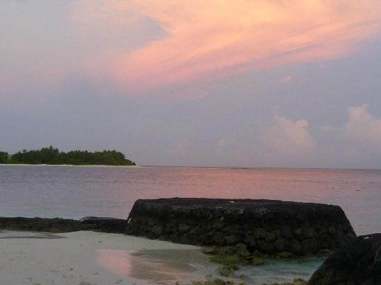 Kuramathi Island Resort: Sunset