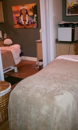 Platinum Massage and Facials: The Couple's room offer plenty of space for a comfortable massage