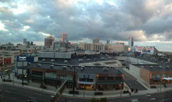 Sheraton Atlantic City Convention Center: AC skyline at dusk