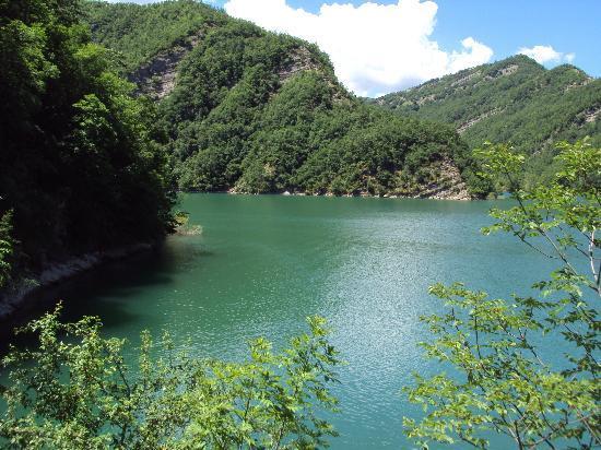 Lago diga di ridracoli picture of diga di ridracoli - Lago pontini bagno di romagna ...