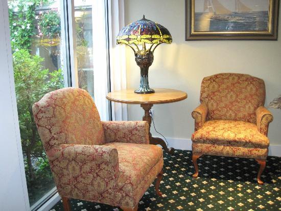 Meadowmere Resort: Cozy Corner in Lobby