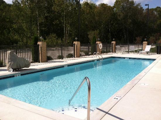 Holiday Inn Express & Suites Oak Ridge : Outdoor Pool