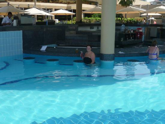 Pool Bar Picture Of Le Royal Meridien Beach Resort Spa