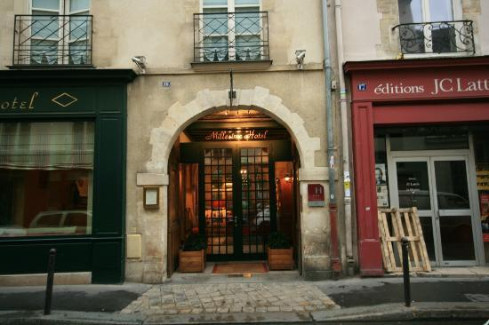 Millesime Hotel: Hotel entrance on Rue Jacob.