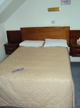 Gatwick Cambridge Hotel: Bedroom