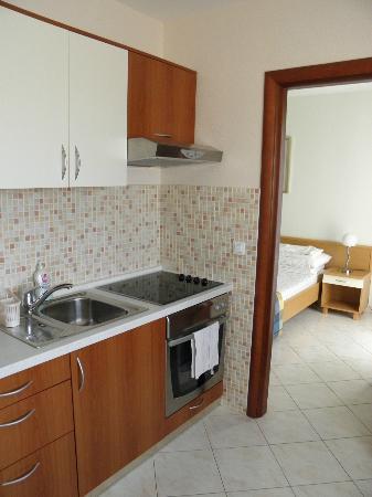 Ivana House Apartment: Kitchen
