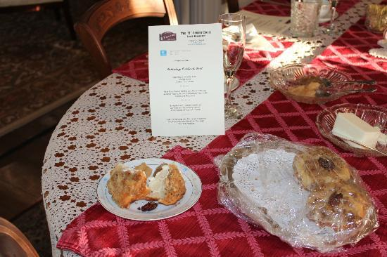 B Street House Bed and Breakfast: Homemade pear muffins...
