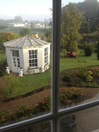 County Arms Hotel & Leisure Club: View of the garden from our room