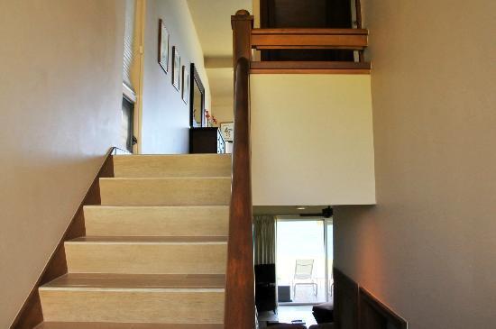كابالوا فيلاز ماوي: stairs