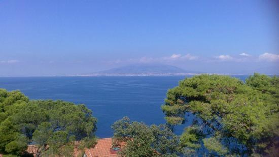 Hotel Residence Miramare: Vesuvius from the sunbathing terrace