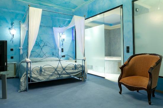 Anastazia Luxury Suites & Rooms: DELUXE SUITE WITH JACUZZI
