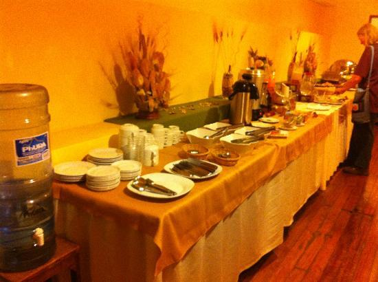 El Virrey Boutique Hostal: Breakfast buffet