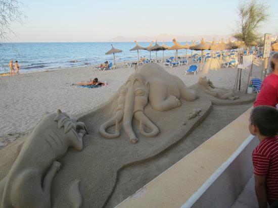 Hotel Haiti: Beach sand sculptures