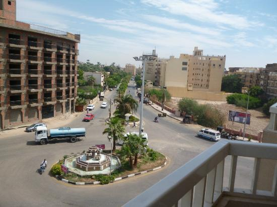 Iberotel Luxor: Side balcony view of road