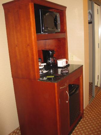 Hilton Garden Inn San Diego Del Mar : Microwave, Coffee and Small Refrigerator
