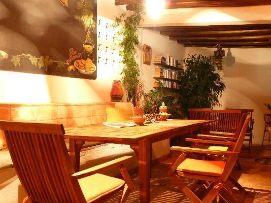Casa Amarela : Kitchen area table
