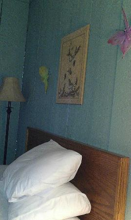 Motel in the Meadow: Our room had lovely butterfly decorations
