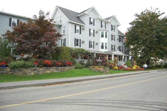 Nonantum Resort: The Nonantum Inn decorated for Autumn