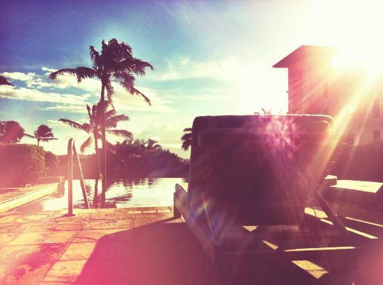 Spa Montage: poolside